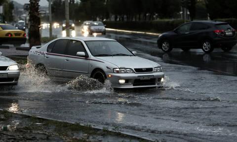 «Βικτώρια»: Στο έλεος της κακοκαιρίας η Κρήτη – Εγκλωβισμένοι, πλημμύρες και ισχυρή χαλαζόπτωση