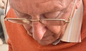 Συγκινητικό αυτό που έκανε ο παππούς για την 20χρονη εγγονή του (vid)