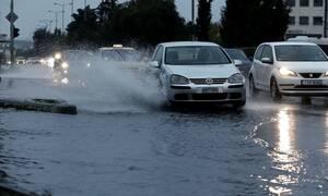 Κακοκαιρία: «Πνίγηκαν» στην βροχή Κρήτη και Αττική – Πού θα χτυπήσει σε λίγες ώρες η «Βικτώρια»