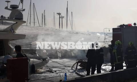 Φωτιά ΤΩΡΑ στη Μαρίνα Γλυφάδας - Καίγονται σκάφη