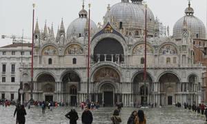 Δες τις ανεπανόρθωτες καταστροφές που υπέστει η Βασιλική του Αγίου Μάρκου από τις πλημμύρες στην Βενετία