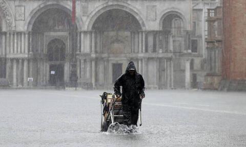 Εικόνες Αποκάλυψης από την κακοκαιρία στην Βενετία – Τουλάχιστον δύο νεκροί (pics+vids)