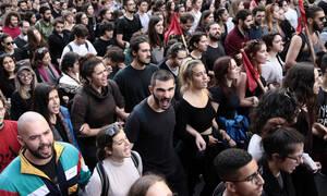 Φοιτητικό συλλαλητήριο: Έσπασαν κατάστημα - Χτύπησαν φωτορεπόρτερ