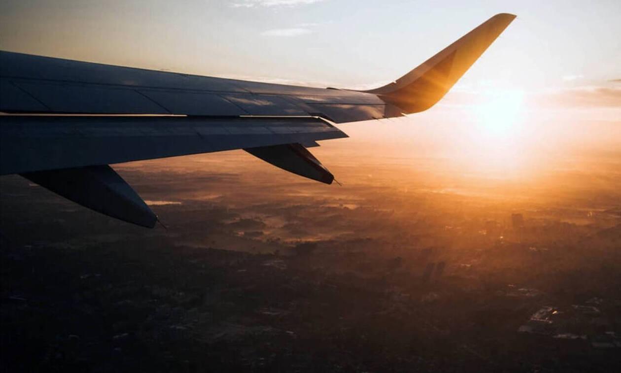 Χαμός σε πτήση: Δεν πίστευαν στα μάτια τους - Δείτε τι έκανε επιβάτης (pics)