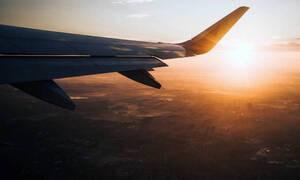 Χαμός σε πτήση: Δεν πίστευαν στα μάτια τους - Δείτε τι έκανε επιβάτης