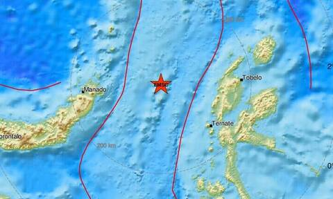 Ινδονησία: Ήρθη η προειδοποίηση για τσουνάμι μετά τον ισχυρό σεισμό των 7,4 βαθμών