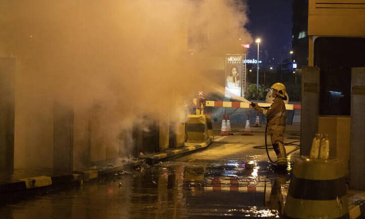 Χονγκ Κονγκ: Πέθανε ένας 70χρονος οδοκαθαριστής που είχε τραυματιστεί από τούβλο στις ταραχές