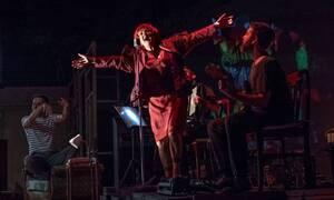 Αποθεώθηκε η Υρώ Μανέ στην επίσημη πρεμιέρα της «ΡΕΝΑΣ»