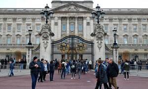 Συναγερμός στο Μπάκιγχαμ: «Ύποπτο» αυτοκίνητο έξω από το παλάτι (vid)