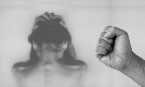 Φρίκη: Την είχαν κλειδωμένη, χωρίς φαγητό και της έριχναν καυτό λάδι (pics - vid)