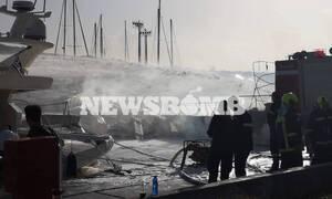 Κατάσβεση πυρκαγιάς στην μαρίνα Γλυφάδας - Εντυπωσιακές εικόνες από το drone της Πυροσβεστικής