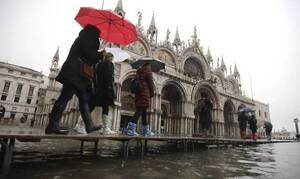 Εφιαλτικό: Πήγε να βγάλει σέλφι σε κανάλι της Βενετίας - Αυτό που έπαθε θα το θυμάται μια ζωή (pics)