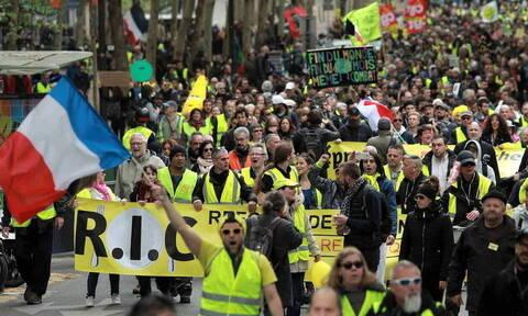Γαλλία: Οι αρχές απαγόρευσαν στα Κίτρινα Γιλέκα να διαδηλώσουν στο Σανζ Ελιζέ για την επέτειό τους