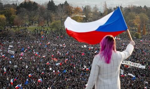 Τσεχία: Περισσότεροι από 200.000 Τσέχοι διαδηλώνουν ζητώντας την παραίτηση του Αντρέι Μπάμπις