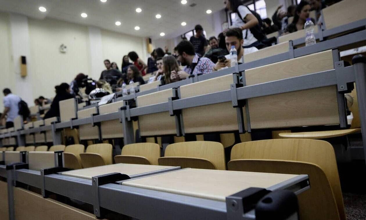 Πανελλήνιες: Στο Πανεπιστήμιο με το απολυτήριο Λυκείου