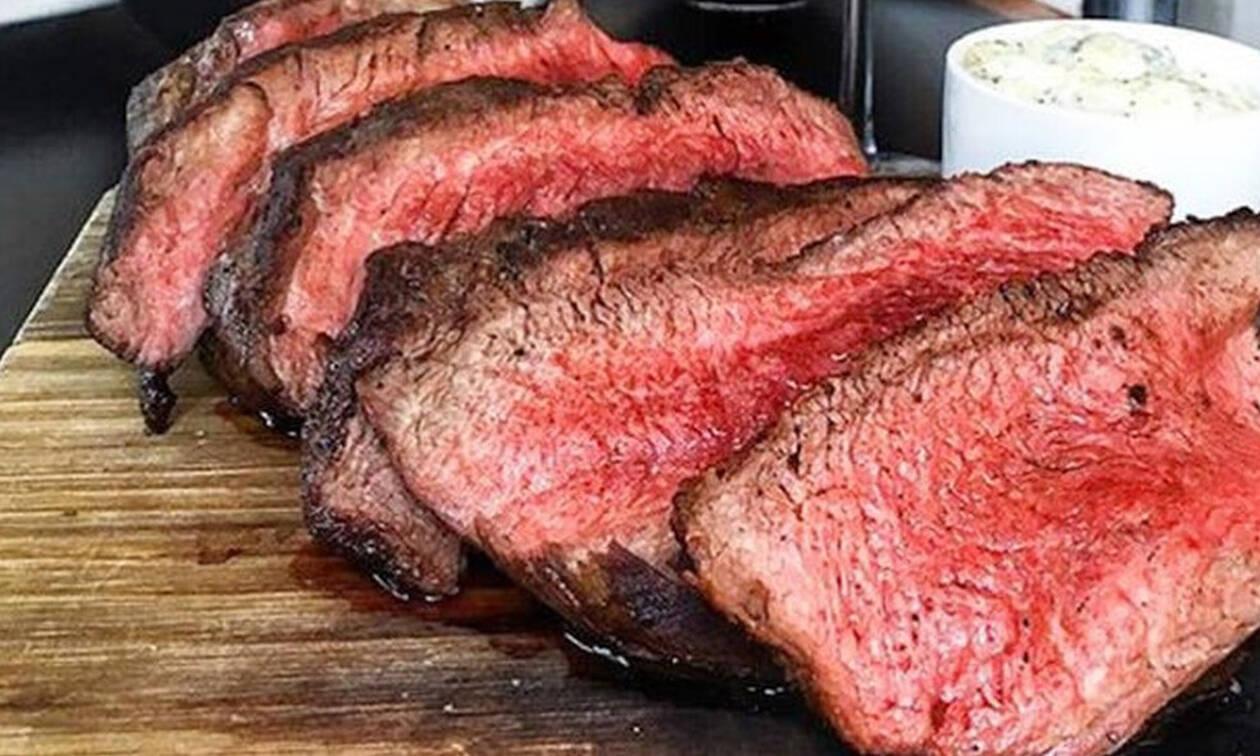 To ήξερες ότι η κοκκινίλα στο άψητο κρέας δεν είναι αίμα;
