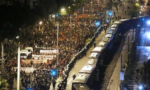 Πολυτεχνείο: Ένταση στην πορεία - Ήρθαν στα χέρια ΚΚΕ και ΣΥΡΙΖΑ