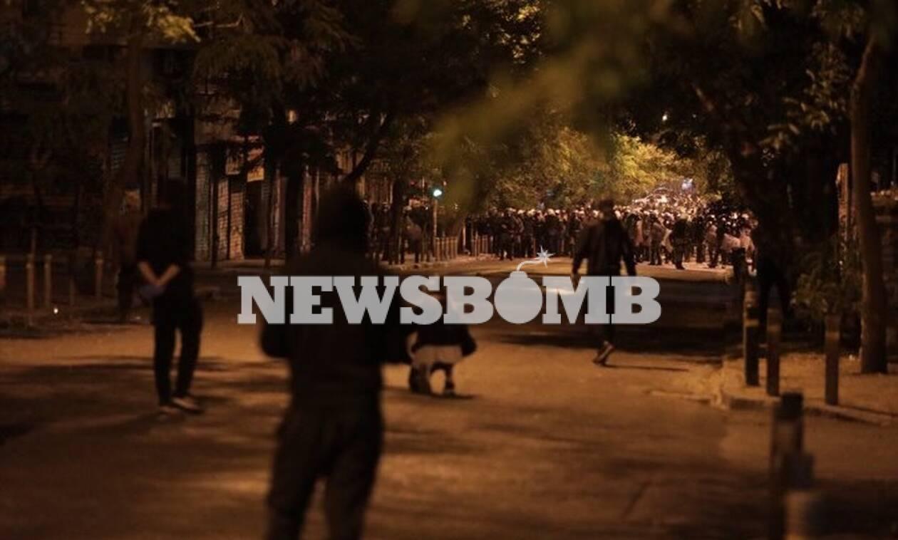 Επεισόδια στα Εξάρχεια: Ένταση και πετροπόλεμος - Περικυκλωμένη η περιοχή από αστυνομικούς