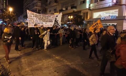 Βόλος: Με ένταση και μικροεπεισόδια η πορεία για την επέτειο του Πολυτεχνείου