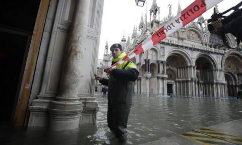 Ιταλία: «Βούλιαξε» και πάλι η Βενετία - Έκλεισε η πλατεία του Αγίου Μάρκου (pics+vid)
