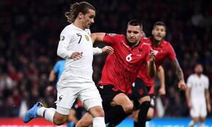 Αλβανία-Γαλλία: Ψέκασαν τους οπαδούς πριν τη σέντρα (photos+video)