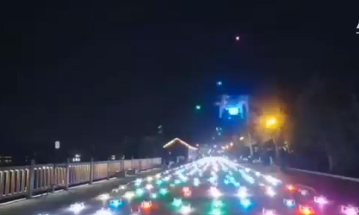 Απίστευτο: Εκατοντάδες drones σχημάτισαν στον ουρανό αεροπλάνα και ελικόπτερο (video)