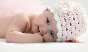 Πότε αλλάζουν χρώμα τα μάτια των μωρών;  (vid)