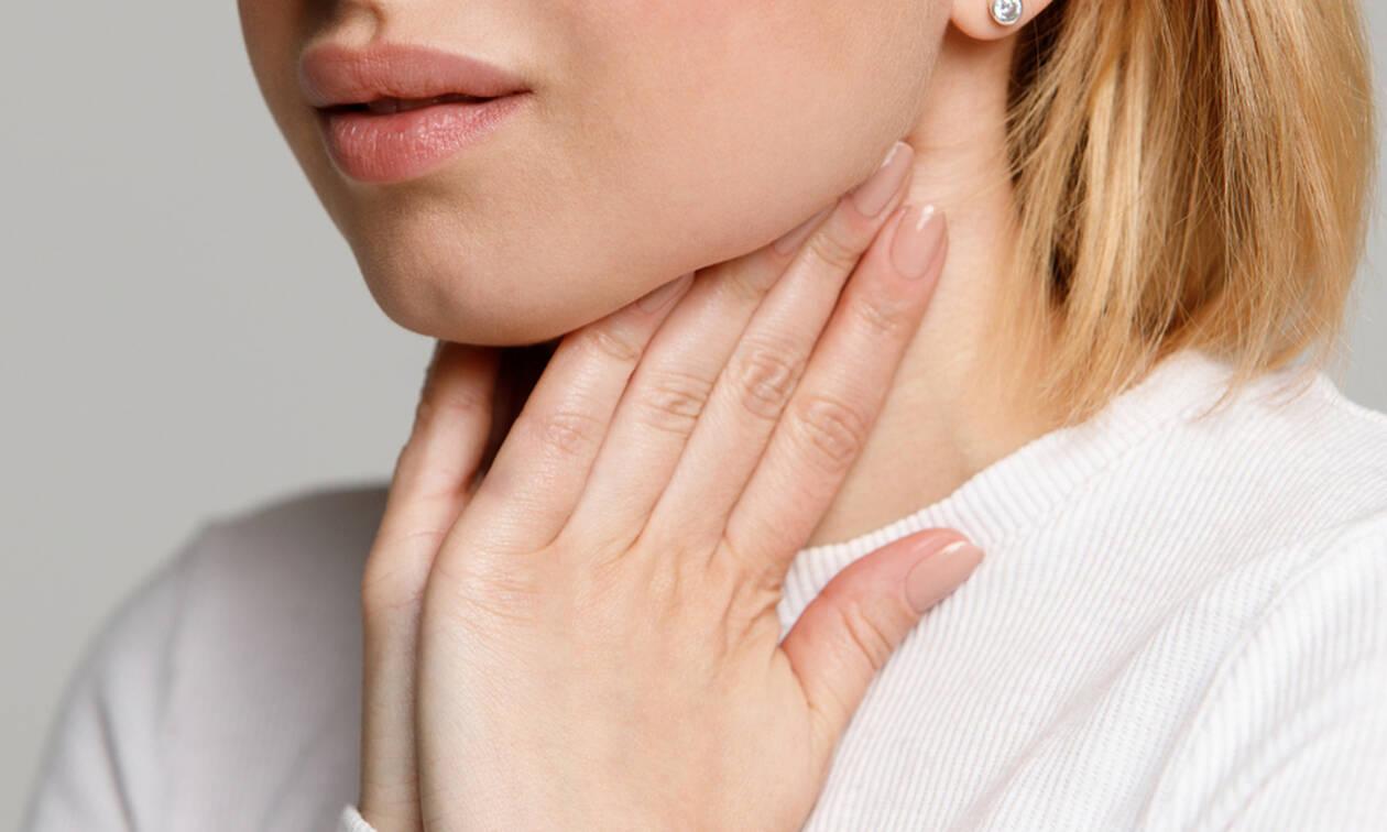 Πονόλαιμος: Τα συμπτώματα που επιβάλλουν να σας δει γιατρός (εικόνες)