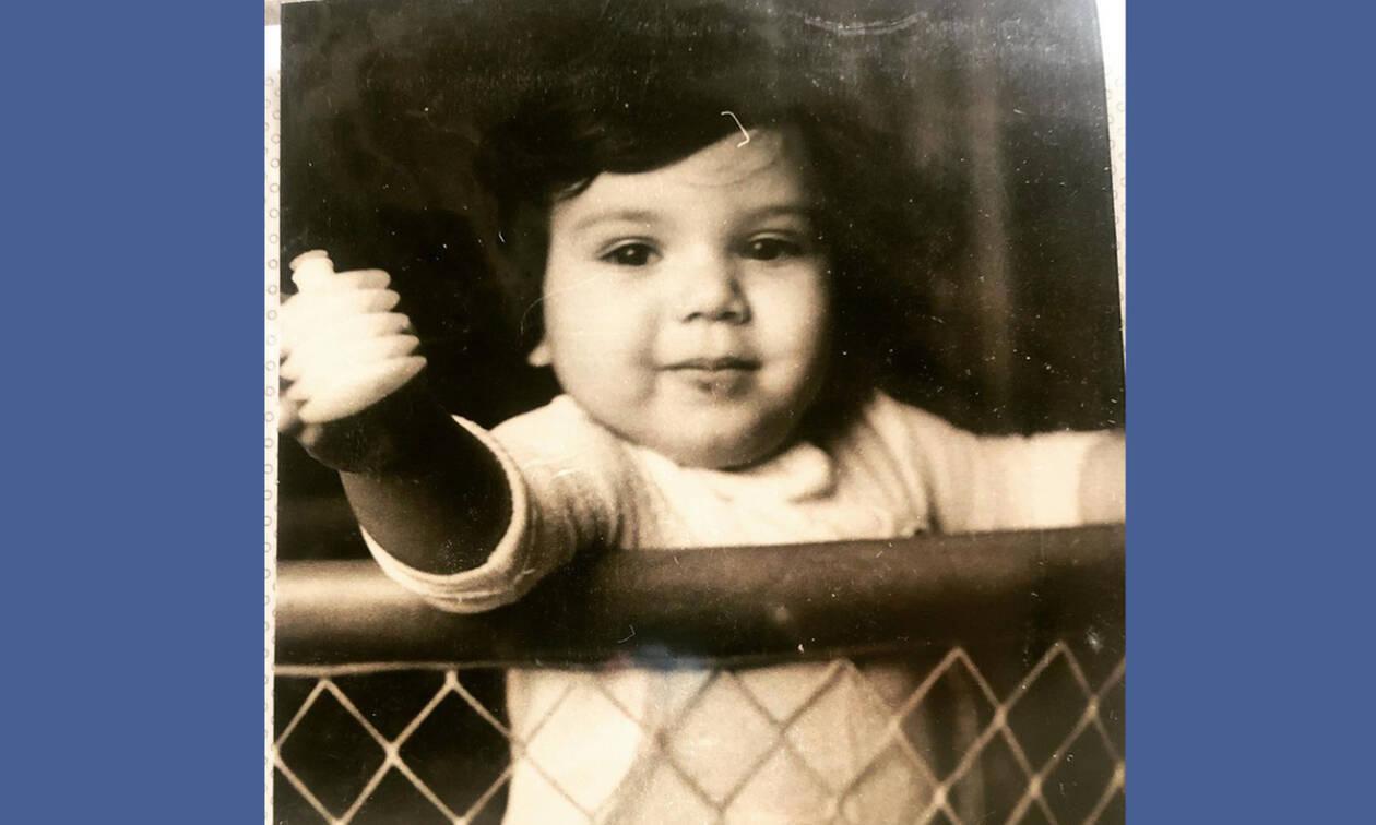 Το κοριτσάκι της φωτογραφίας είναι πασίγνωστη Ελληνίδα ηθοποιός – Αναγνωρίζετε ποια είναι; (pics)