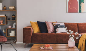 Ανανεώστε τα μαξιλάρια του καναπέ σας εύκολα και οικονομικά - Δείτε πώς (vid)