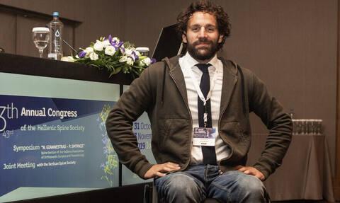 Αντώνης Τσαπατάκης: O Έλληνας που μπόρεσε να «ξανασταθεί» στα πόδια του!