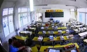 Απίστευτο! Άνδρας πλάκωσε στο ξύλο δασκάλα μέσα στην αίθουσα (pics+vid)