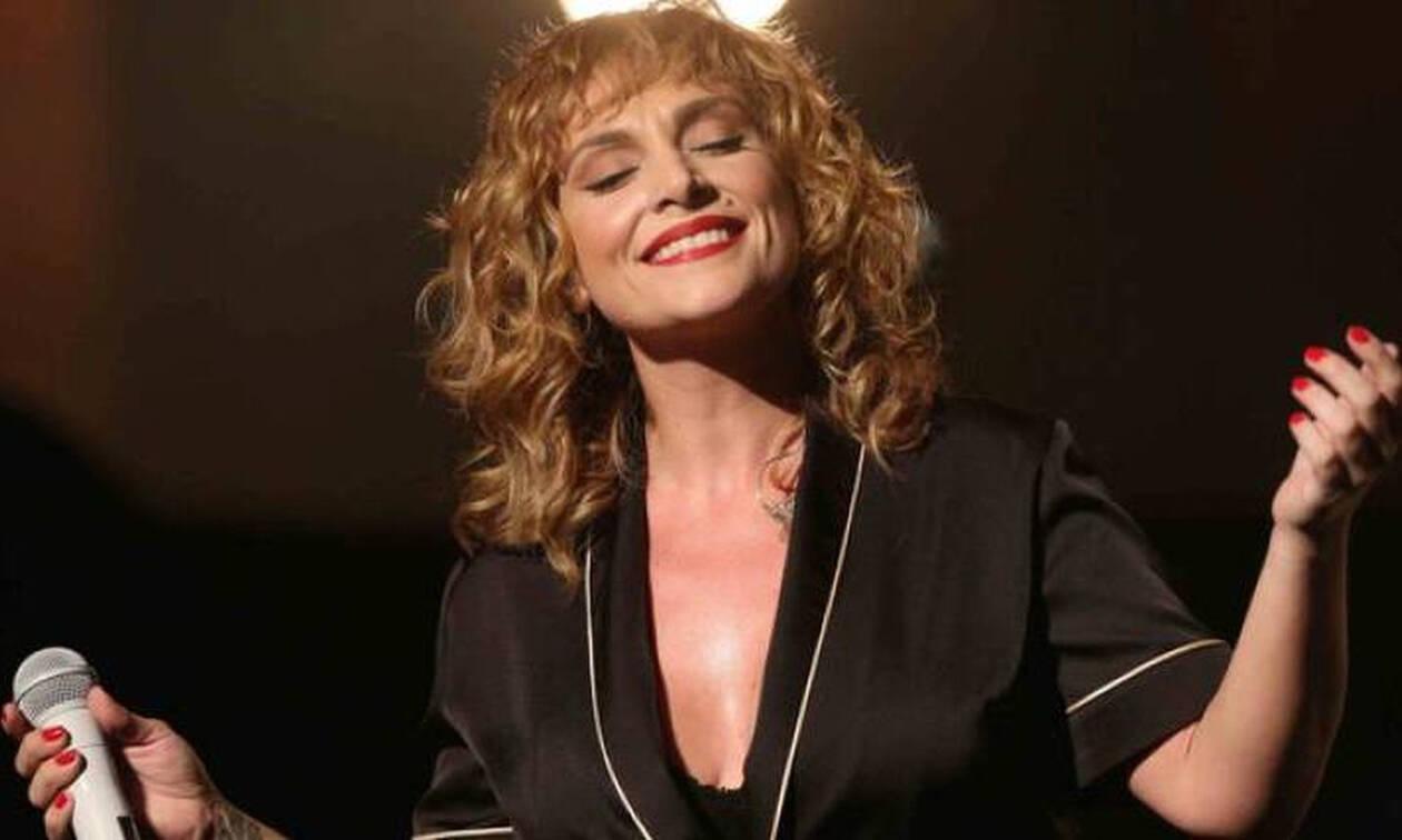 Ελεονώρα Ζουγανέλη: Την έχεις φανταστεί με μίνι και διχτυωτό καλσόν; Αντέχεις να τη δεις; (Photos)