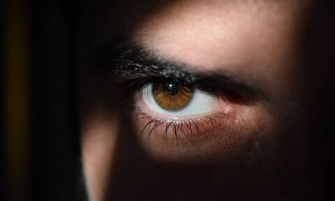 Φρίκη: Πονούσε για καιρό στο μάτι – Δείτε τι βρήκαν μέσα οι γιατροί