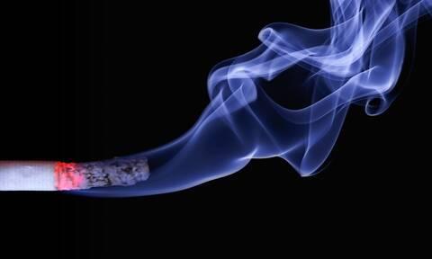 Σέρρες: Βρήκε απίστευτο τρόπο να καπνίζει σε δημόσιο χώρο… νόμιμα! (video)
