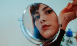 Τρεις τρόποι να αντιμετωπίσεις το ενοχλητικό σπυράκι στο πρόσωπό σου