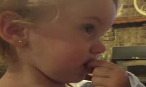 Αυτή η μικρούλα λέει στους γονείς της ότι έχει αγόρι - Δείτε πώς αντιδρά όταν ο μπαμπάς της διαφωνεί