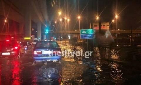 Καιρός - Θεσσαλονίκη: Διακοπή κυκλοφορίας σε τμήμα της Επαρχιακής Οδού λόγω βροχόπτωσης