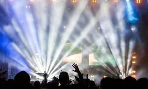 Χαμός σε συναυλία: Στο νοσοκομείο 27χρονη με σοβαρά εγκαύματα – Δείτε τι συνέβη (pics)