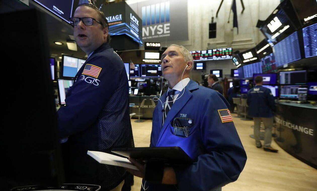 Wall Street: Κάτω από τις 28.00 μονάδες ο Dow Jones - Άνοδος για το πετρέλαιο
