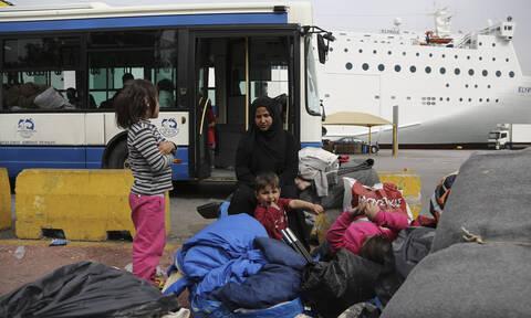 Λιμάνι Πειραιά: Νέες αφίξεις προσφύγων και μεταναστών από τα νησιά