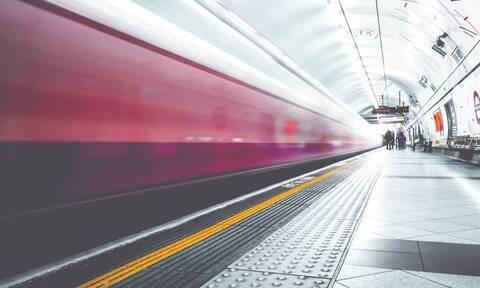 Ο πιο σιχαμένος επιβάτης μετρό - Δείτε τι έκανε μέσα στο πλήθος