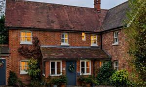 Θα σοκαριστείς με αυτό που κρύβει αυτή η υπέροχη Αγγλική κατοικία στο εσωτερικό της