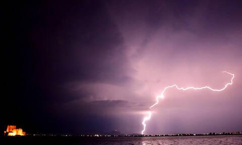 Έκτακτο δελτίο ΕΜΥ: Ποιες περιοχές θα «σαρώσουν» βροχές, καταιγίδες και χαλάζι σε λίγες ώρες