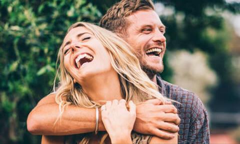 Άντρες: To χαρακτηριστικό που λατρεύουν (και δεν το ξέρουν) στις γυναίκες!