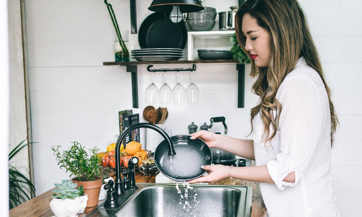 Εσύ ξέρεις κάθε πότε πρέπει να αλλάζεις σφουγγάρι στην κουζίνα;