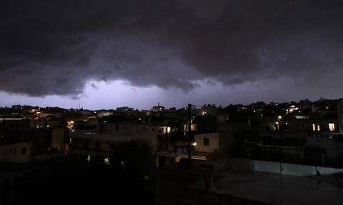 Καιρός: Το μαύρο σύννεφο που έπνιξε την Αττική - Τρομακτικές εικόνες πάνω από την Αθήνα