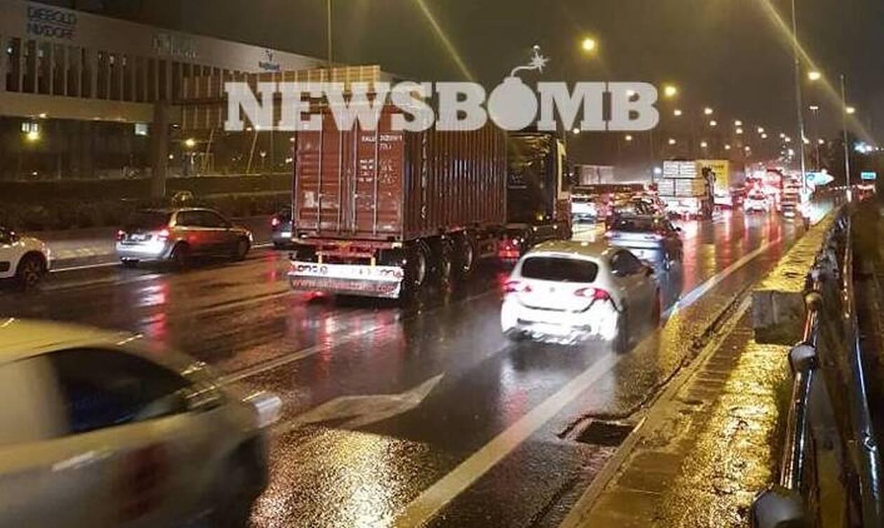 Καιρός ΤΩΡΑ: «Κόλαση» στους δρόμους της Αθήνας – Κυκλοφοριακό χάος και ταλαιπωρία