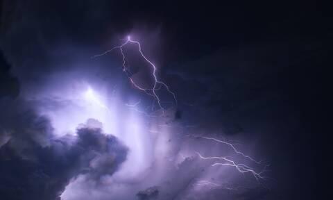 Καιρός ΤΩΡΑ: Σαρώνουν τη χώρα οι καταιγίδες! Προβλήματα στην Αθήνα – Προσοχή τις επόμενες ώρες