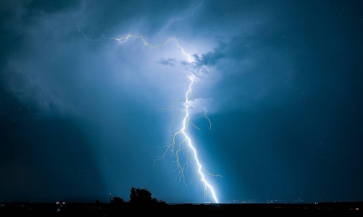 Καιρός: Σημαντικά ύψη βροχής και πάνω από 1.200 κεραυνοί σε Αθήνα και Βοιωτία (pics)